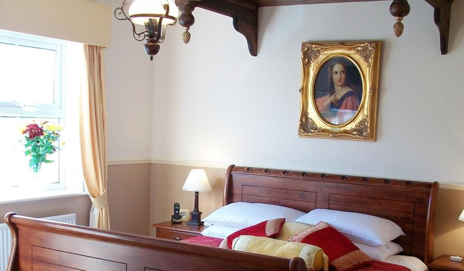 Arden House Hotel - double sleigh bed